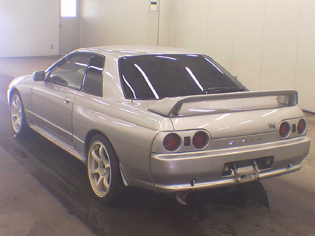 1992 Nissan Skyline R32 GTR silver auction rear