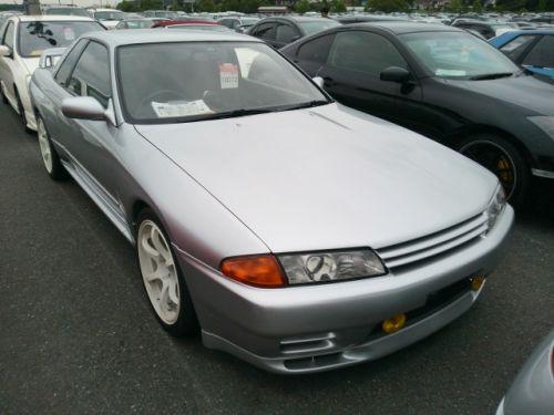 1992 Nissan Skyline R32 GTR silver front