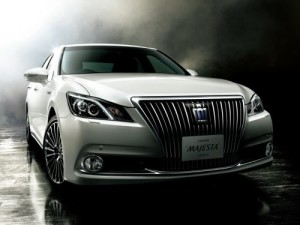 2013 Toyota Crown Majesta S21 front