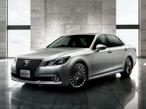 2013 Toyota Crown Majesta S21 left front