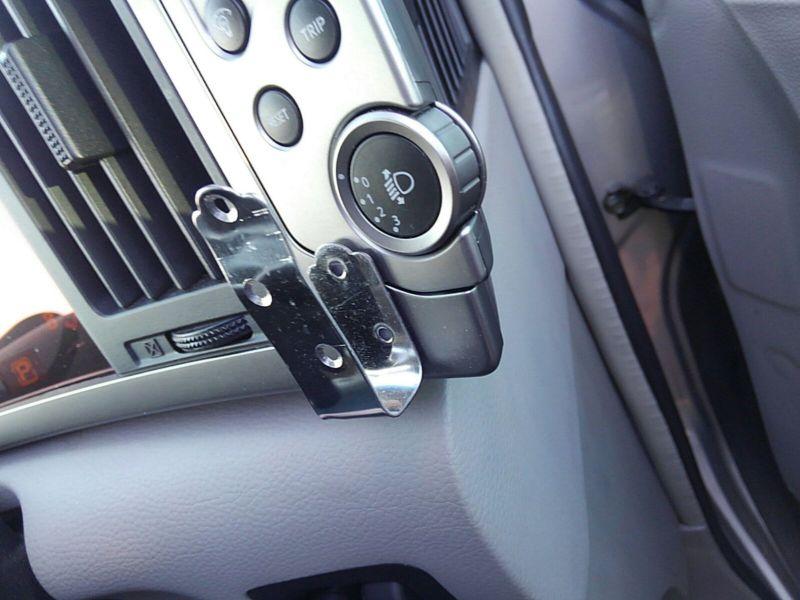 2003 Nissan Elgrand E51 Highway Star 2WD controls