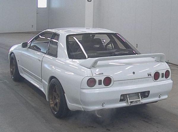 1994 Nissan Skyline R32 GT-R auction rear