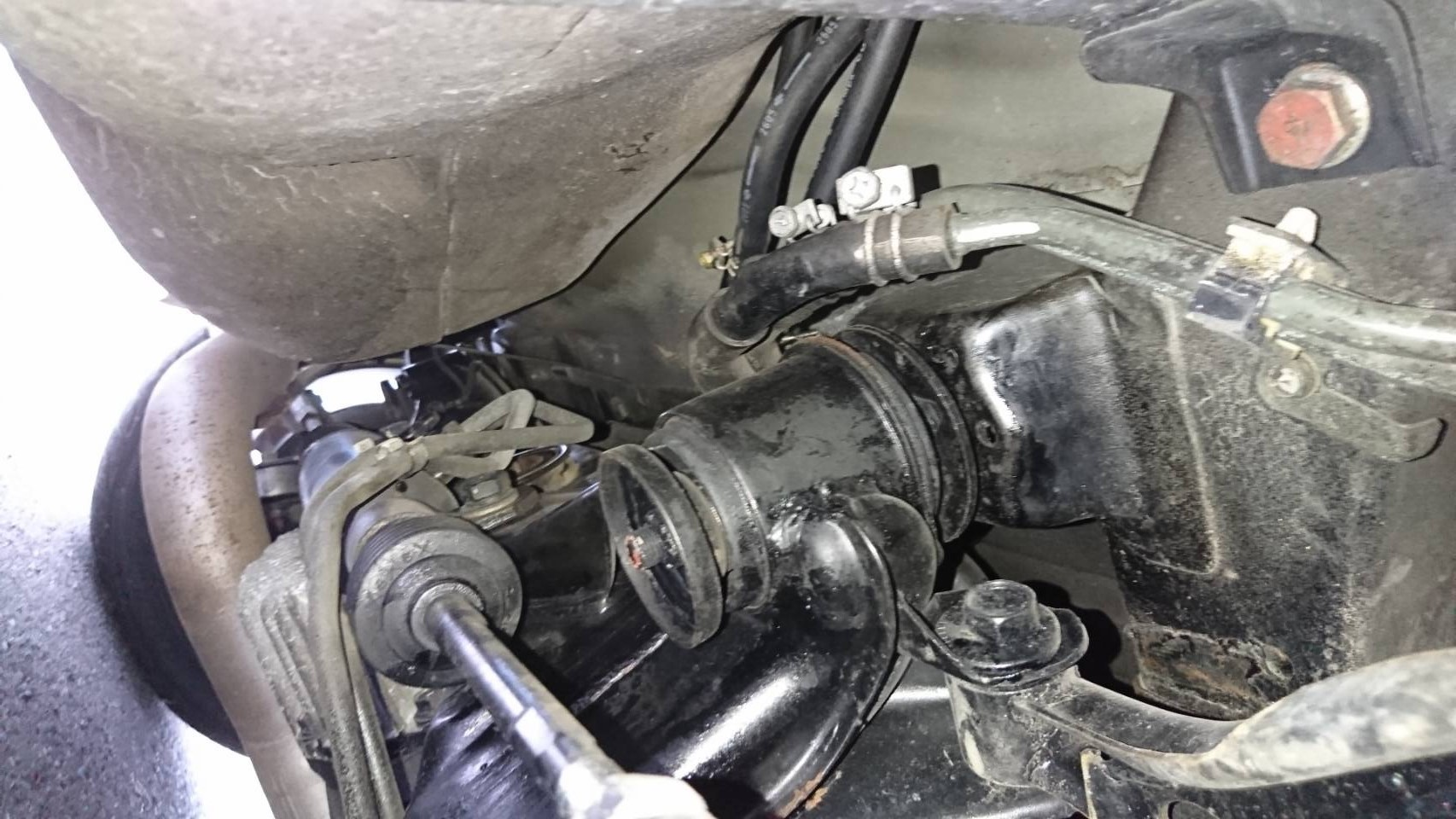 1992 Nissan Skyline R32 GTR underbody 7