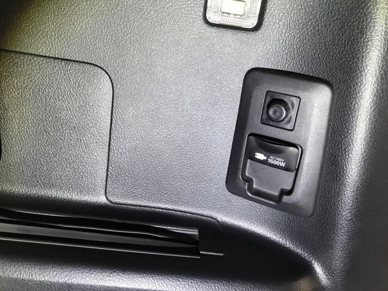 2015 Toyota Alphard Hybrid Executive Lounge power socket