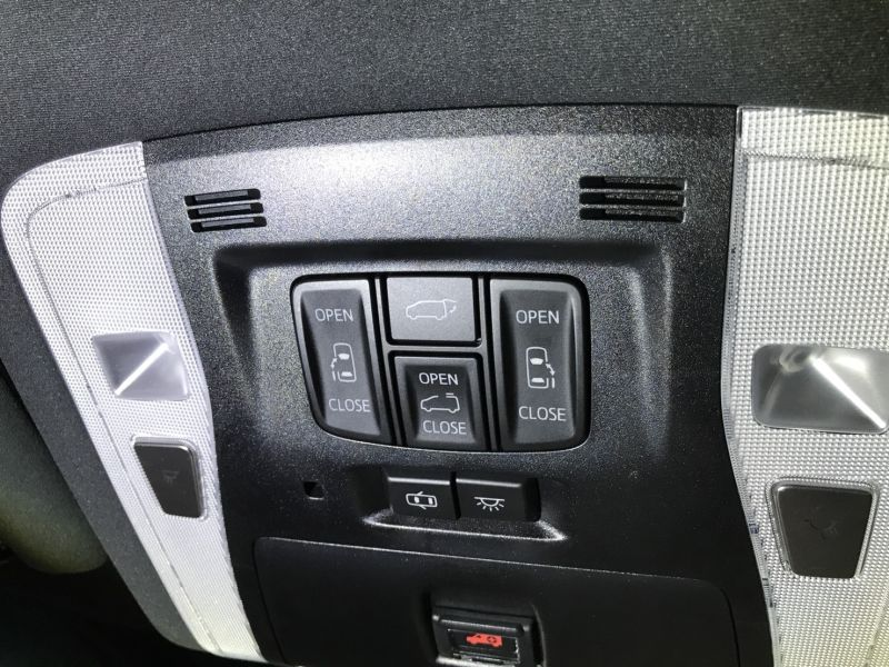 2015 Toyota Alphard Hybrid Executive Lounge roof control switches