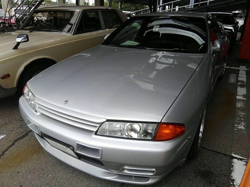 1992 Nissan Skyline R32 GTR left front